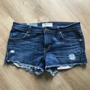 Cut-off Jean Shorts w/ Exposed Pockets
